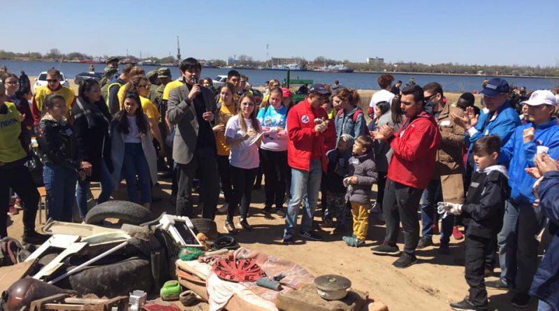 Астраханцы стали одними из самых активных в стране по уборке мусора у рек