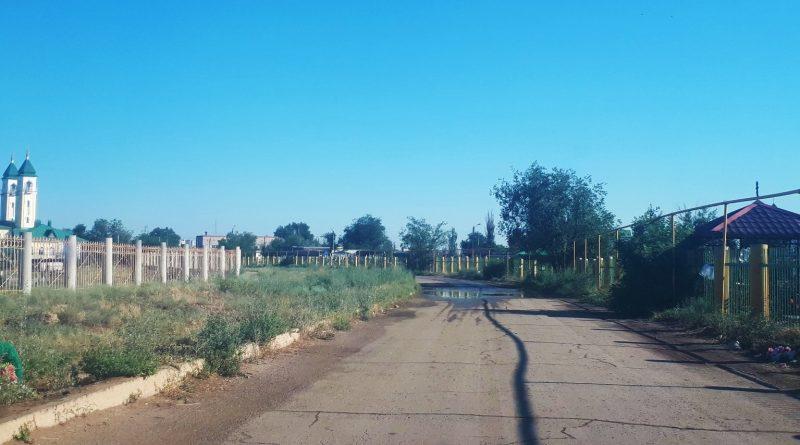 Проживающие у кладбища астраханцы просят организовать для них освещение и общественный транспорт