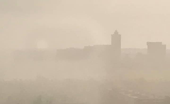 Астраханцы публикуют фотографии смога от пожаров над городом