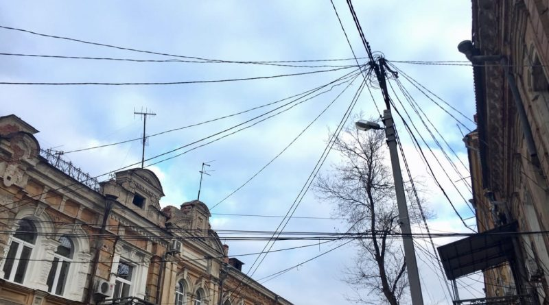 Астрахань хотят избавить от вида висящих проводов