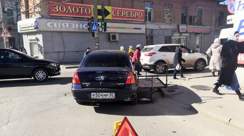 Необычное ДТП: в Астрахани тележка столкнулась с автомобилем