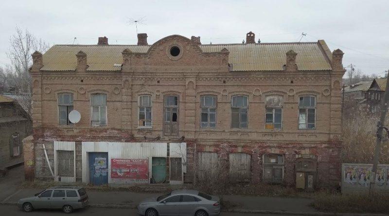 В Астрахани сносят очередной купеческий дом