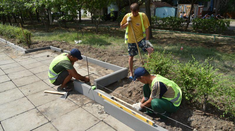 В Астрахани впервые обустроят тротуар на месте протоптанных дорожек