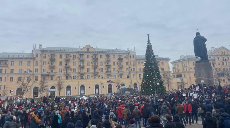 Несанкционированный митинг в Астрахани собрал около полутысячи участников