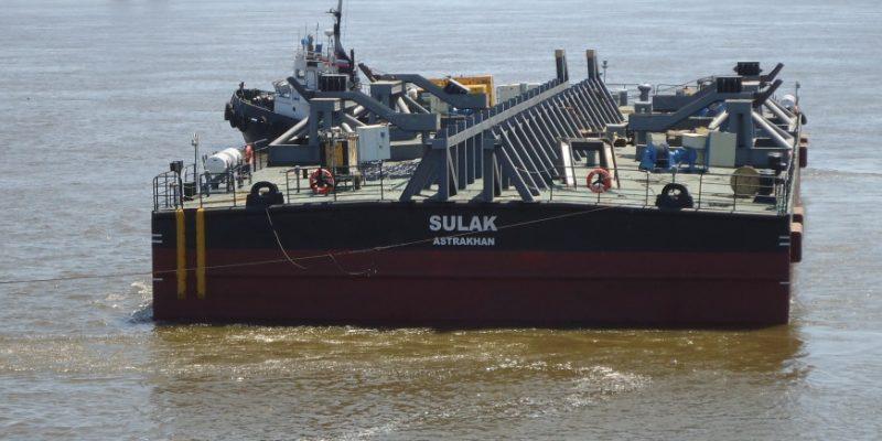За утонувшую на Каспии баржу владелец заплатит 112 млн. рублей